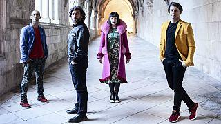 The Gift têm álbum produzido por Brian Eno e misturado por Flodd