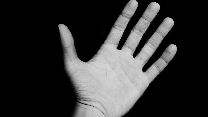 يد بشرية مفتوحة