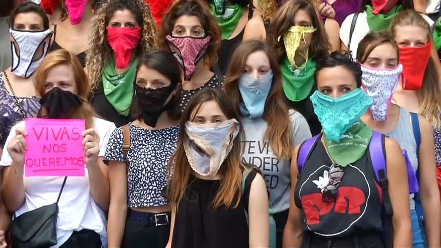 جانب من مظاهرة لنساء أرجنتينيات ضد قضايا مجتمعية