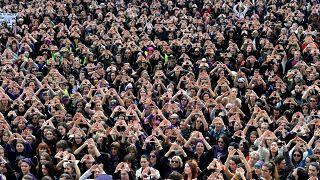 """Spanien: Frauen protestieren gegen """"Mikro-Sexismus"""""""