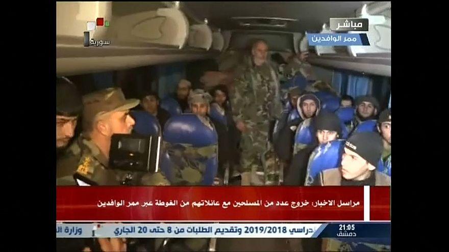 خروج ثلاثة عشر مسلحا من هيئة تحرير الشام  وعائلاتهم من الغوطة الشرقية