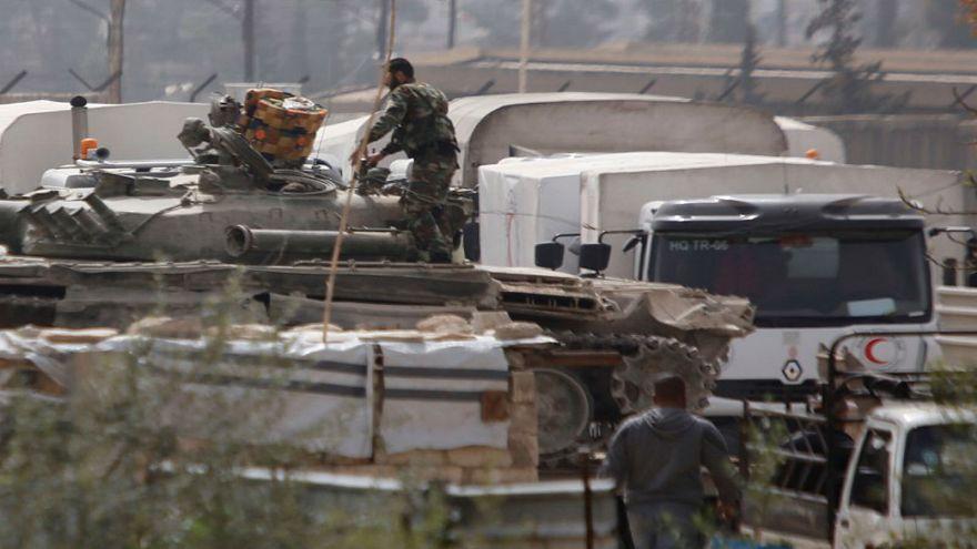 قافلة مساعدات تعبر إلى الغوطة الشرقية رغم استمرار القصف