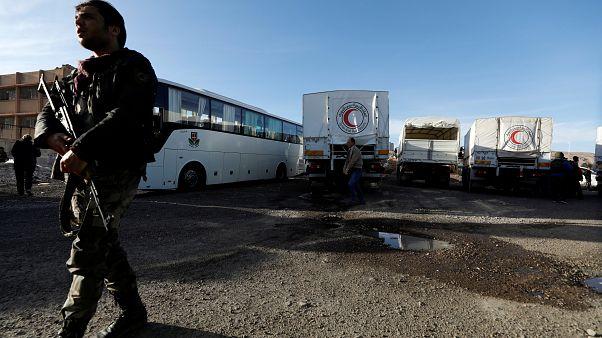 Αντικαθεστωτικοί παραδόθηκαν στις αρχές - Συνεχίζεται το σφυροκόπημα στην Ανατολική Γούτα