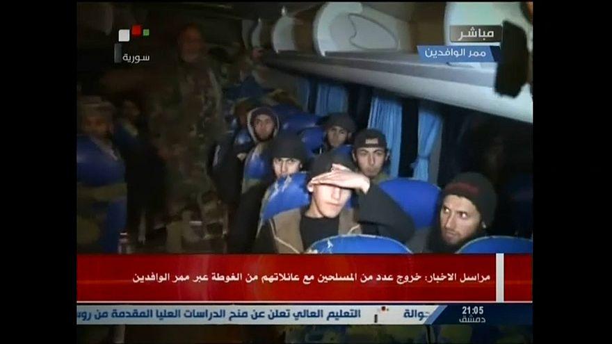 Ghuta, partenza di un gruppo di ribelli, entra convoglio umanitario