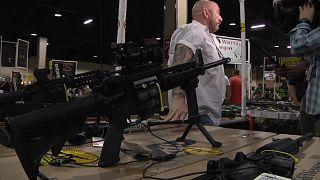 لوبي الأسلحة يقاضي ولاية فلوريدا لمنع تشديد شروط الحصول على السلاح
