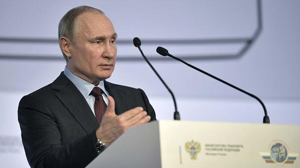 Путин не будет менять конституцию