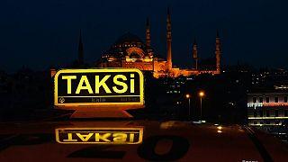 İstanbul'da bir taksi şoförü Uber aracına bıçakla saldırdı