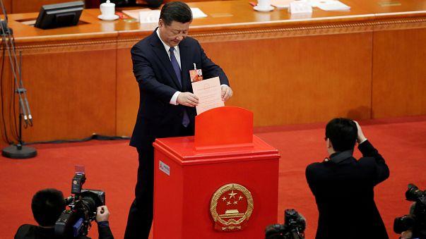 Cina: rimosso limite due mandati presidenziali massimi dalla Costituzione