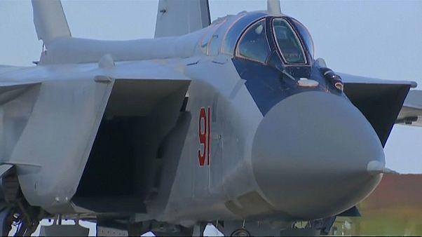 طائرة تحمل صاروخ كينجال الروسي