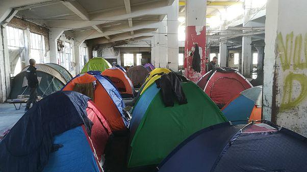 Πάτρα: «Ούτε τα σκυλιά των Ευρωπαίων δεν θα ζούσαν εδώ» λένε οι πρόσφυγες
