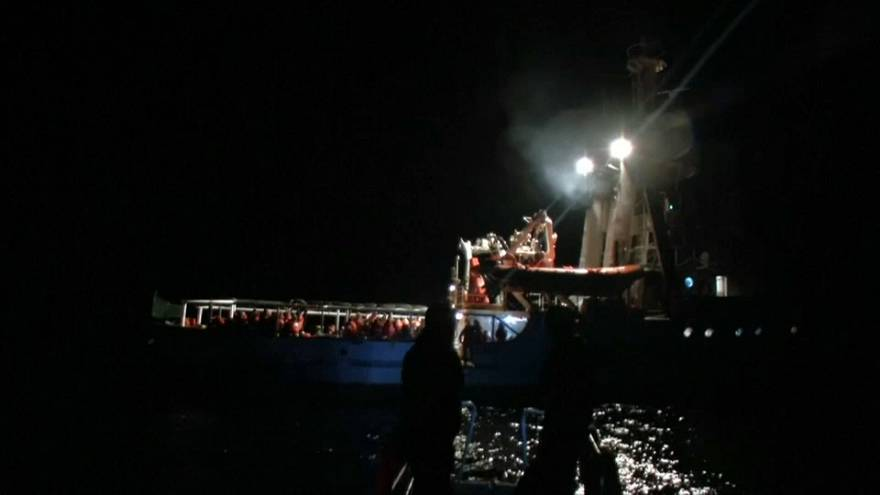 Centenas de migrantes resgatados no Mediterrâneo
