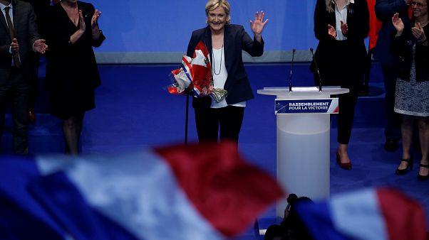 """زعيمة اليمين المتطرف تقترح تغيير اسم حزبها إلى """"التجمع الوطني"""" بعد إعادة انتخابها"""