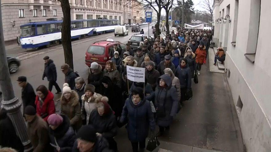 Riga: in piazza per difendere le scuole russe