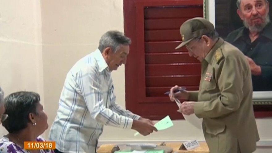 Raúl Castro vota en las elecciones