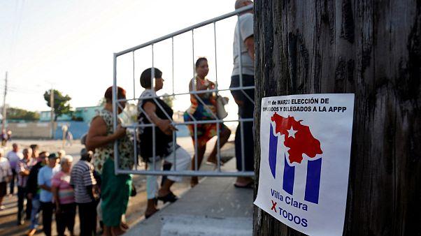 Küba'da halk sandığa gitti
