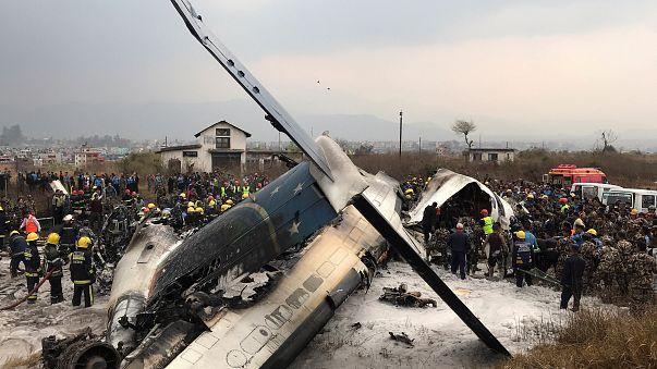 Un avión se estrella en el aeropuerto de Katmandú