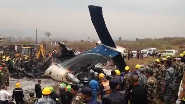 Nepal'de yolcu uçağı düştü: En az 50 ölü
