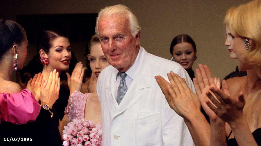 Hubert de Givenchy lors de son dernier défilé le 11 juillet 1995 à Paris,