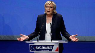 Σε «Εθνικό Συναγερμό» καλεί η Λε Πεν, για «πολιτική δολοφονία» μιλά ο πατέρας της
