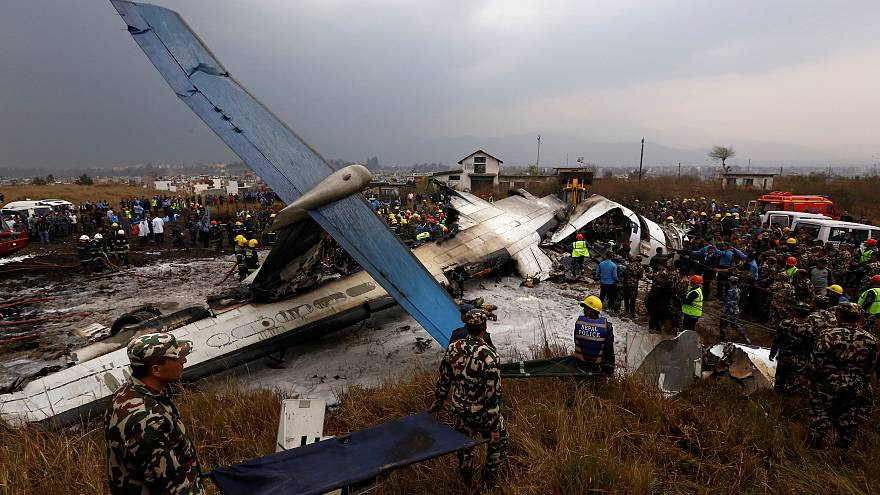 Avião cai e faz 50 mortos