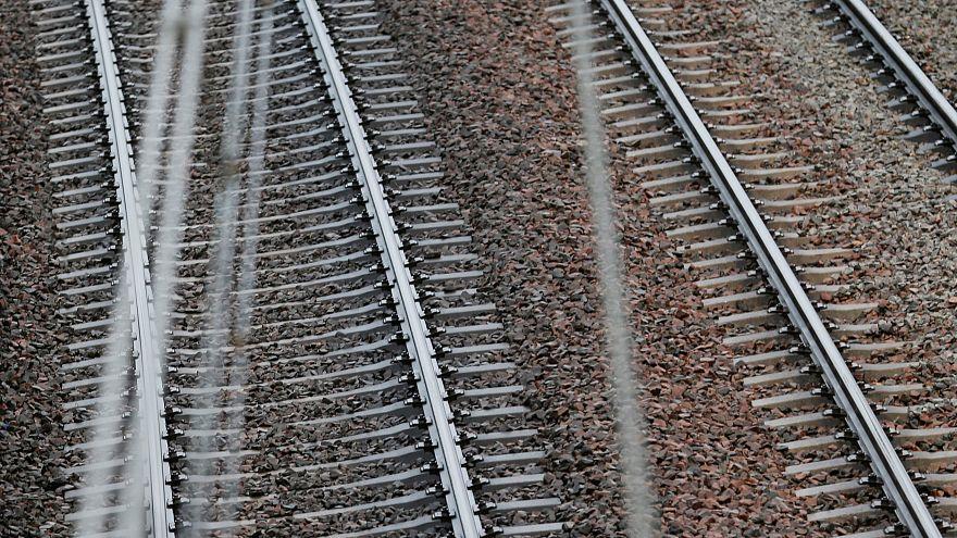 ربط السعودية والإمارات بخط سكة حديدية