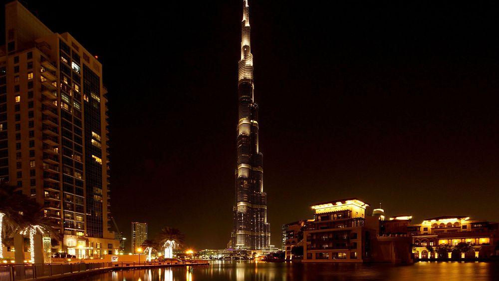 شركة أبراج القابضة في دبي تدرس تخفيضات للوظائف ورحيل مديرها المالي   Euronews