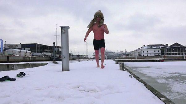 Campeonato Mundial de Natação de Inverno atrai milhares de todo o mundo