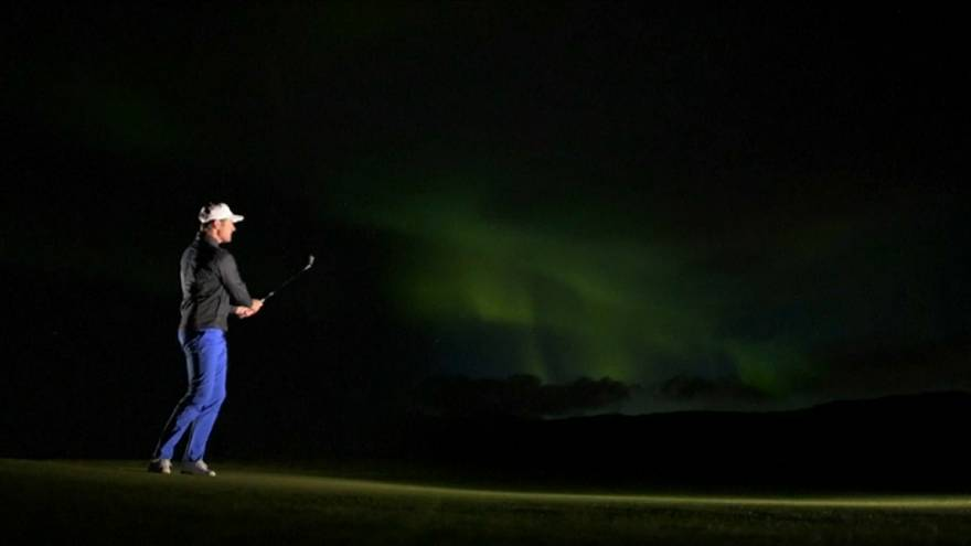 Golf à luz da Aurora Boreal