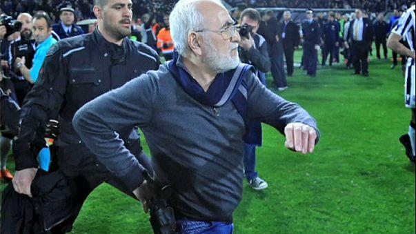 Presidente do PAOK de Salónica armado em campo