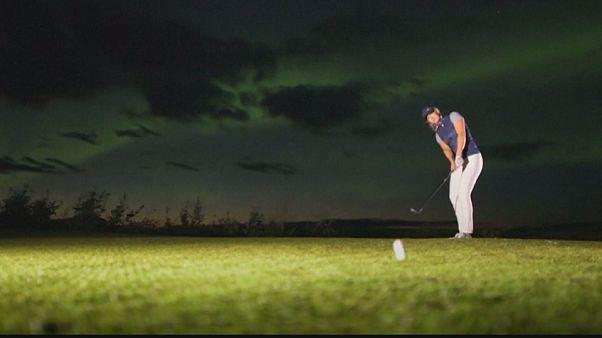 شاهد: ومضة إشهارية لمعدات الغولف تحت ضوء الشفق القطبي