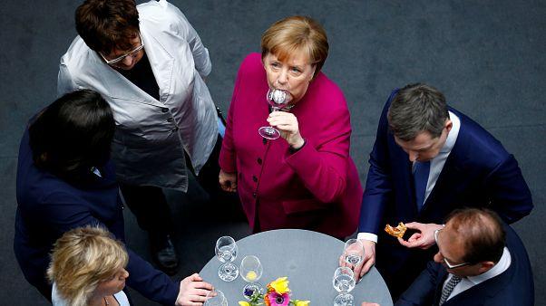 GroKo besiegelt: Weg frei für Merkels vierte Amtszeit