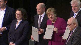 Almanya'da büyük koalisyon anlaşması imzalandı