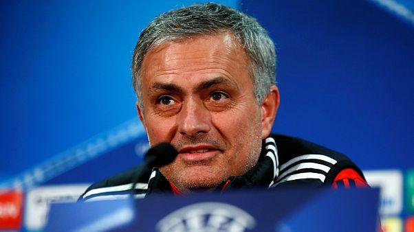 """Mourinho: """"De Boer é o pior treinador da história da Premier League"""""""