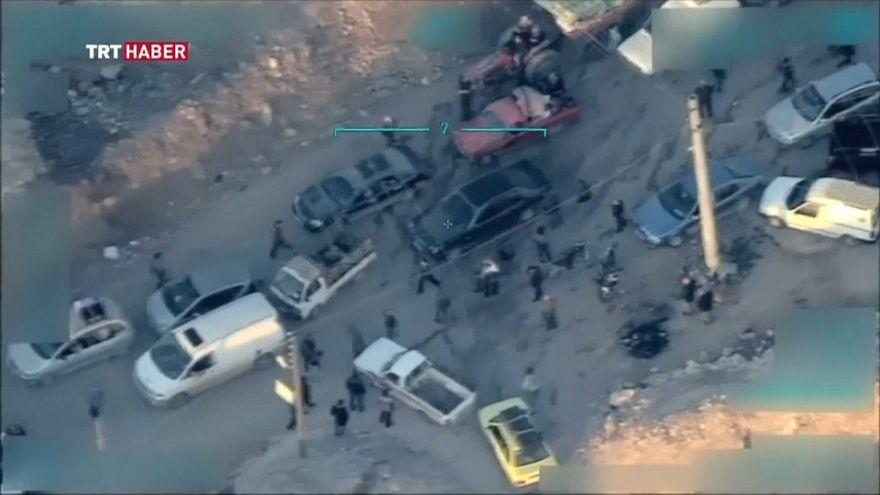 شريط فيديو للجيش التركي يُظهر مقاتلين أكراد وهم يحاولون منع مدنيين من مغادرة عفرين