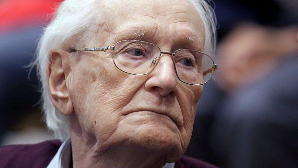 'Bookkeeper of Auschwitz' dies before starting sentence