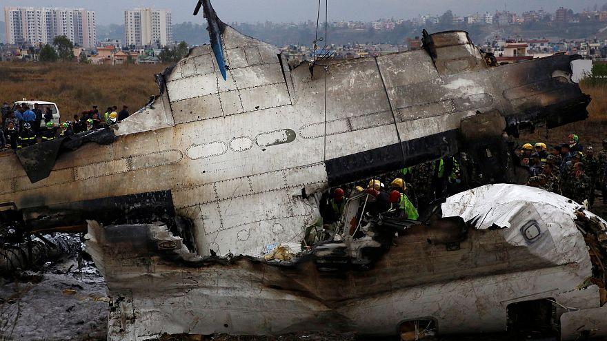 Flugzeugunglück in Nepal: Missverständnisse zwischen Pilot und Tower?