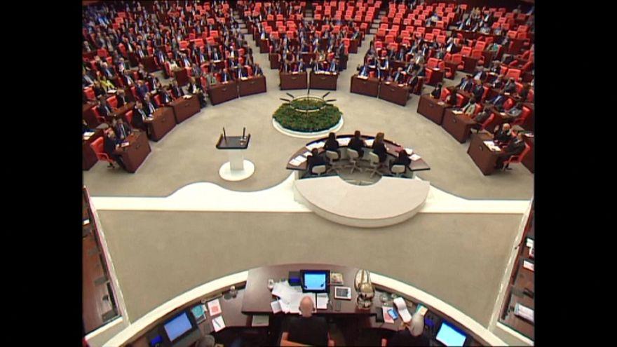 AK Parti ile MHP'nin 'ittifak kanunu' kabul edildi, Meclis'te kavga çıktı