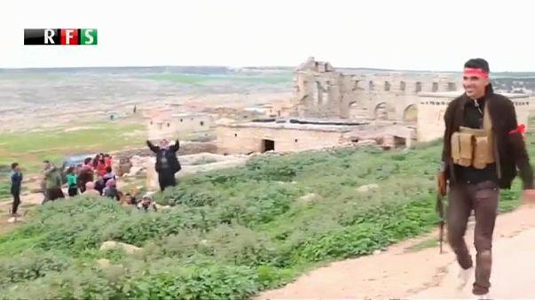Мирные жители бегут из Африна