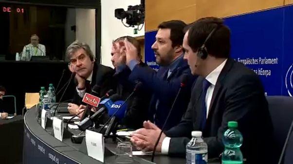 Matteo Salvini e apoiantes