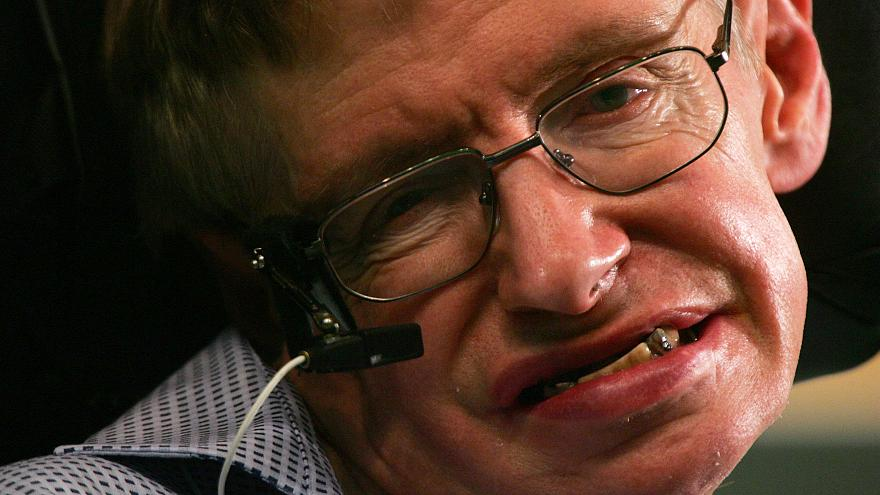 İngiliz fizikçi Stephen Hawking 76 yaşında hayatını kaybetti