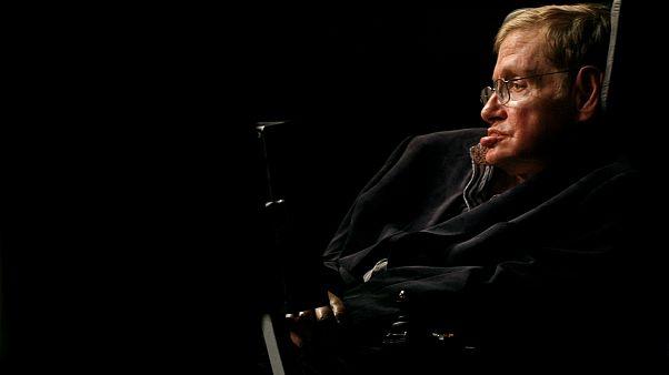 استیون هاوکینگ، فیزیکدان برجسته بریتانیایی در سن ۷۶ سالگی درگذشت