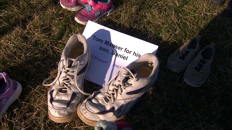 US-Schulmassaker: Sneaker-Denkmal vor dem Kapitol