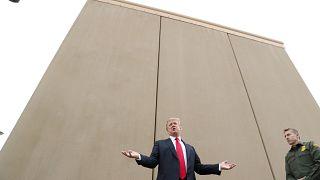 Trump visita los prototipos del muro con México