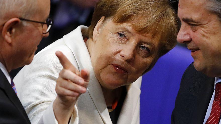 Merkel im Gespräch mit Wolfgang Kubicki (FDP)
