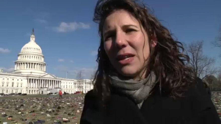 Drámai erővel hatnak a cipők a Capitolium előtt