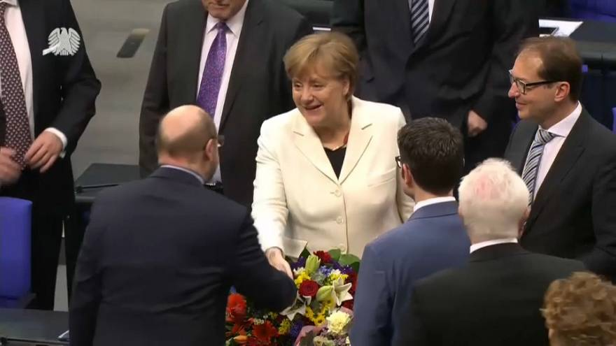 Angela Merkel, reelegida canciller por el Parlamento alemán