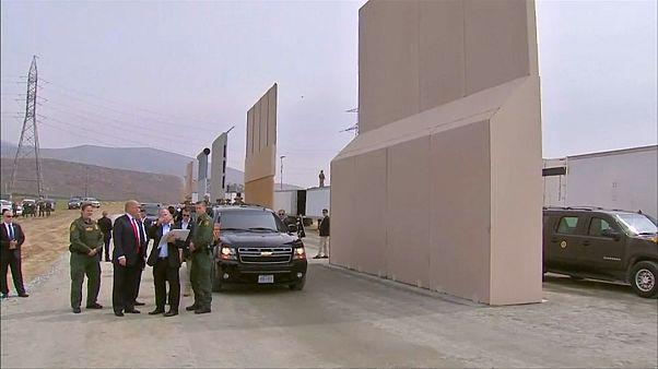 Trump Meksika sınırında duvar örneklerini inceledi
