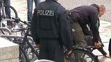 Merkel'den yardım isteyen kişiye polis müdahalesi