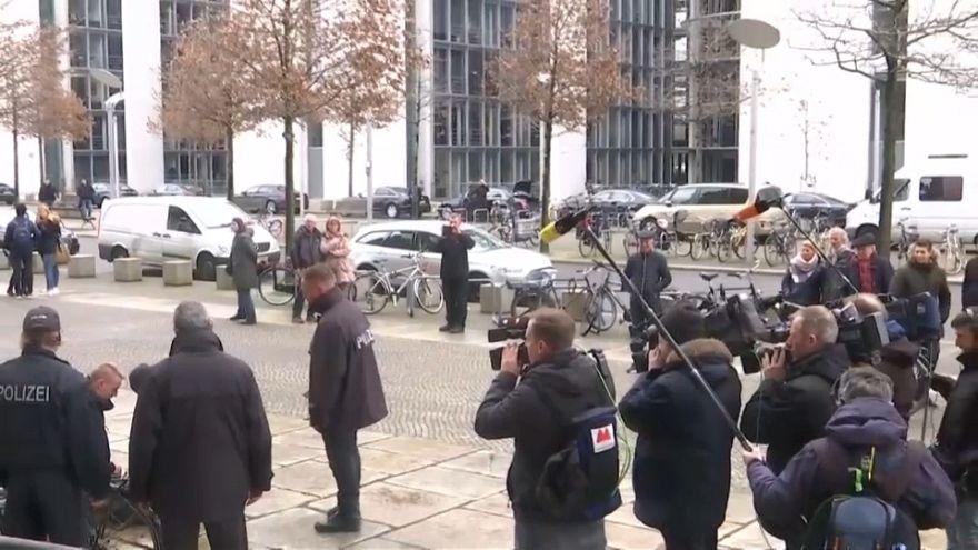 """""""Госпожа Меркель, помогите мне!"""""""