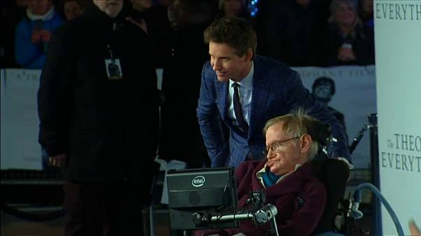 Hawking: il cordoglio dell'attore Eddie Redmayne